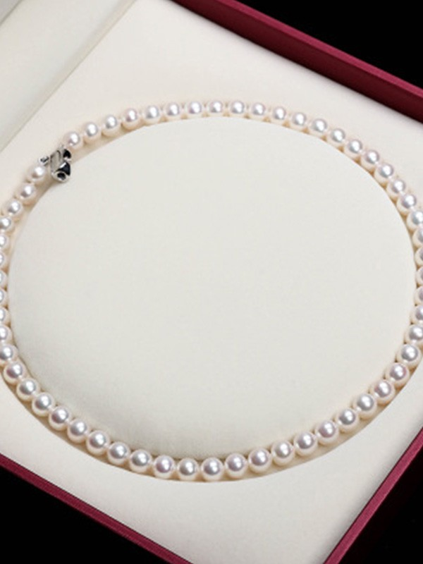Elegant Pearl Ladies Necklaces
