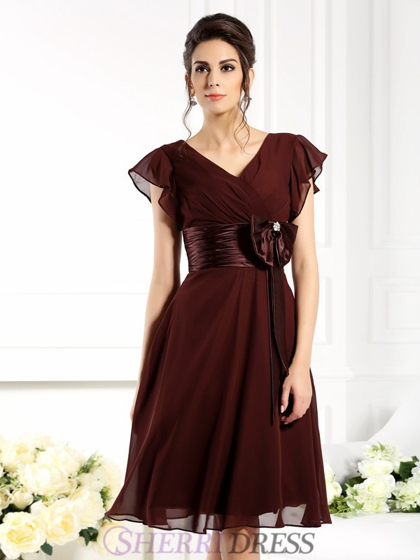 A-Line/Princess V-neck Chiffon Short Sleeves Knee-Length Mother of the Bride Dresses