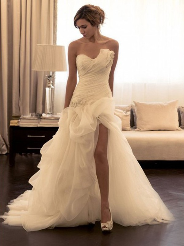 Ball Gown Sweetheart Organza Sleeveless Sweep/Brush Train Wedding Dresses